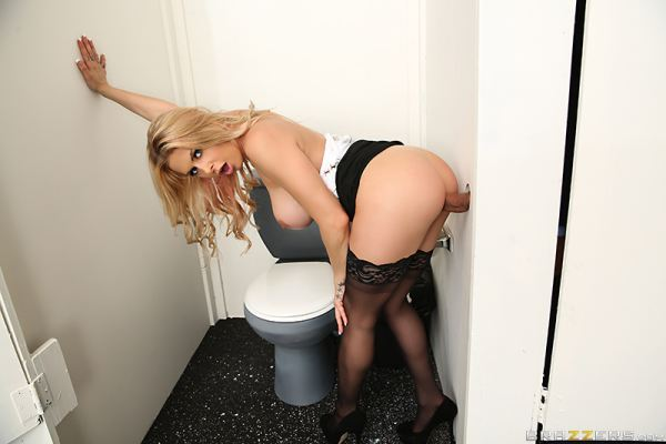 Rachel RoXXX - Sexy Secretary Selfies (BigTitsAtWork)